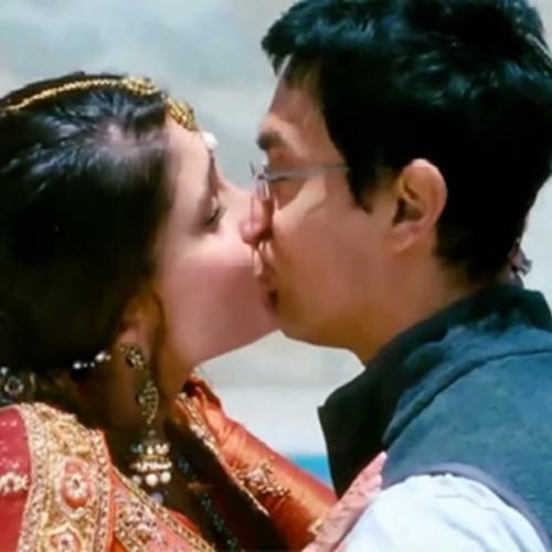 Kareena Kapoor Kiss Hot
