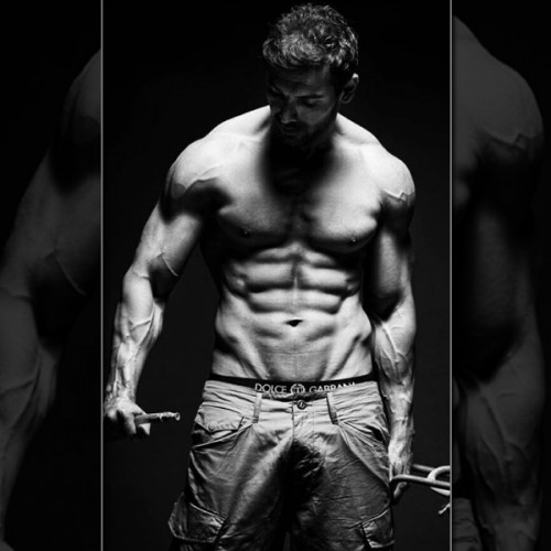 John abrahamss semi nude picture : Bollywood actors with