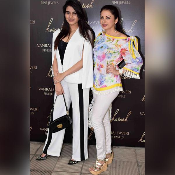 Bhagyashree Hot Photoshoot At Fashion Show - Glamsham Photos