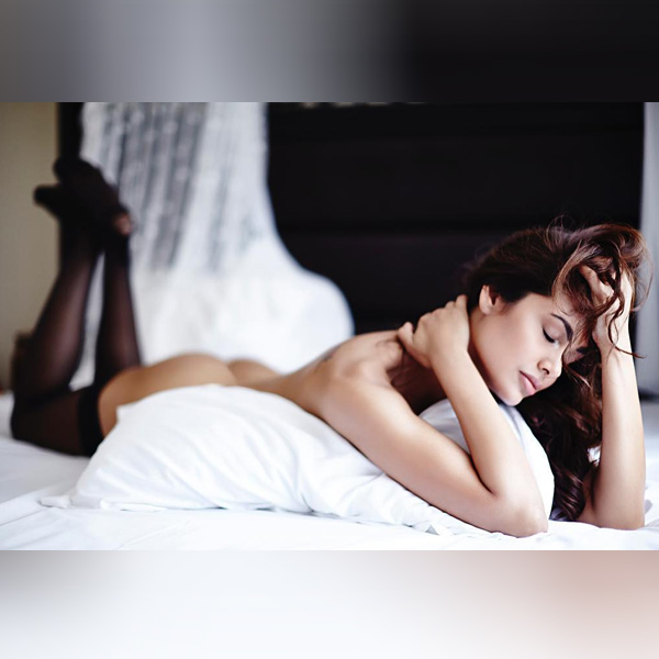 Esha Gupta teases with another topless picture